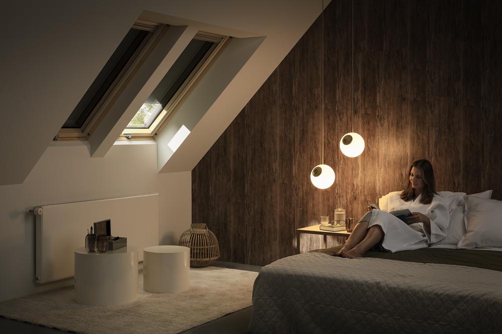 strešné okno s trojsklom, ktoré zaistí lepšiu tepelnú izoláciu, lepšiu zvukovú izoláciu, redukciu hluku z dažďa aj ľahšiu údržbu