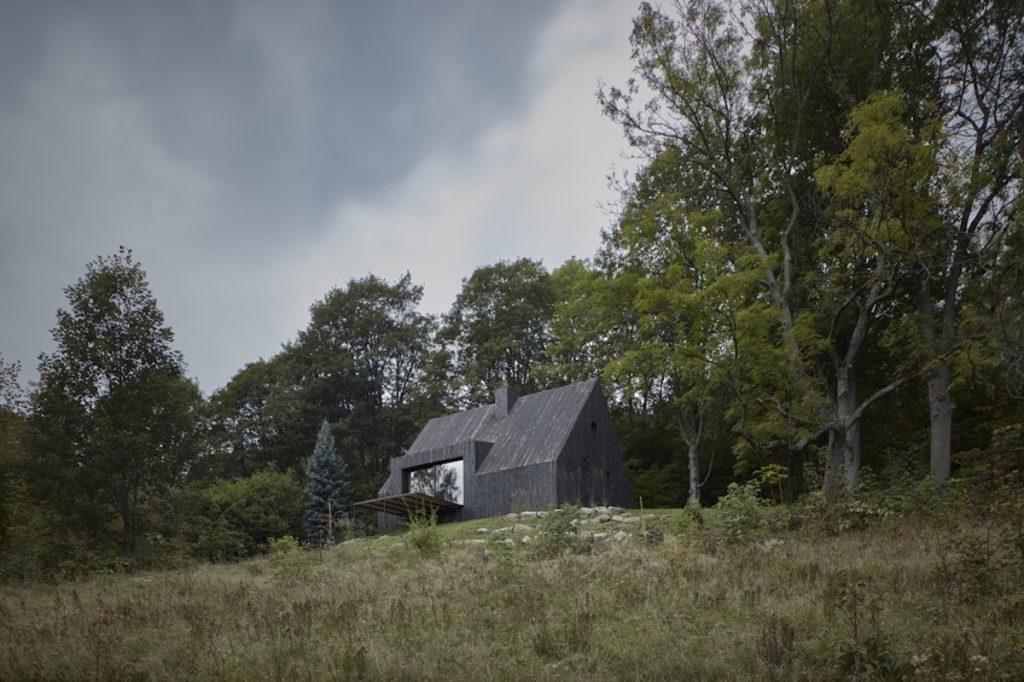 Súťaž Interiér roku: Nedostavanú chatu zosemdesiatych rokov zmenili na nepoznanie