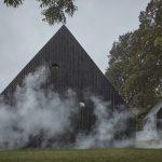 Dve chaty v dymovej clone