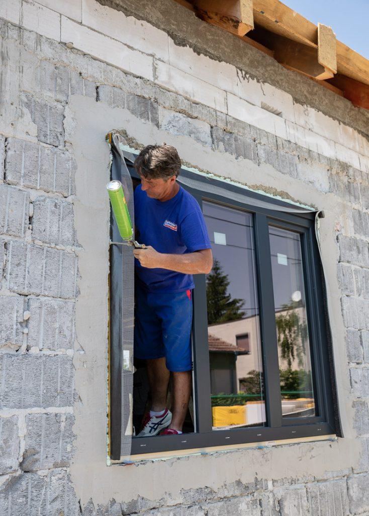 Montáž okien na pásky