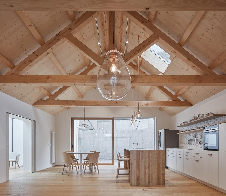 Dom s vlašským krovom v Jinonicích