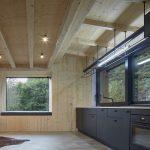 Kuchyňa s veľkými oknami