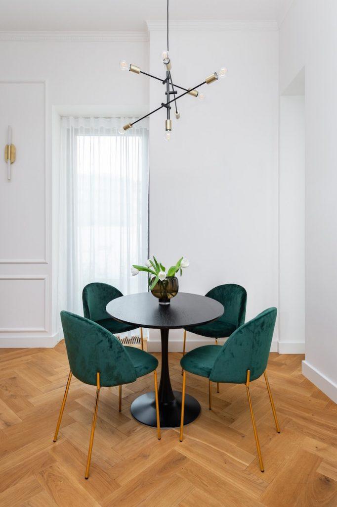 Dizajnové sedenie pod lampou