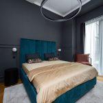 Zelená zamatová posteľ