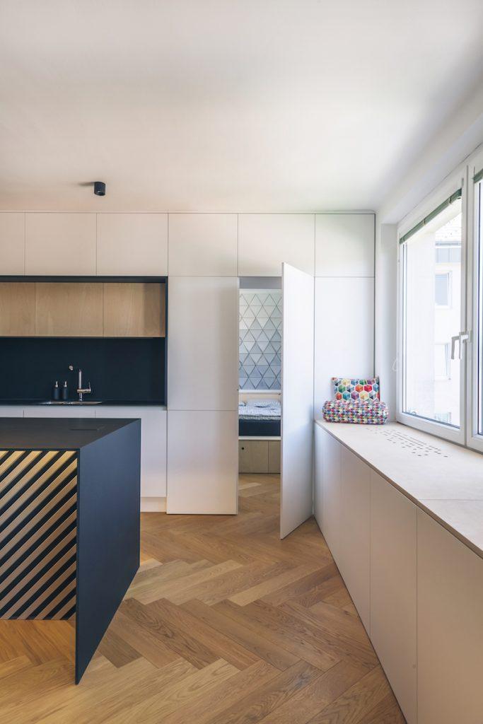 interiérový balkón pri kuchyni