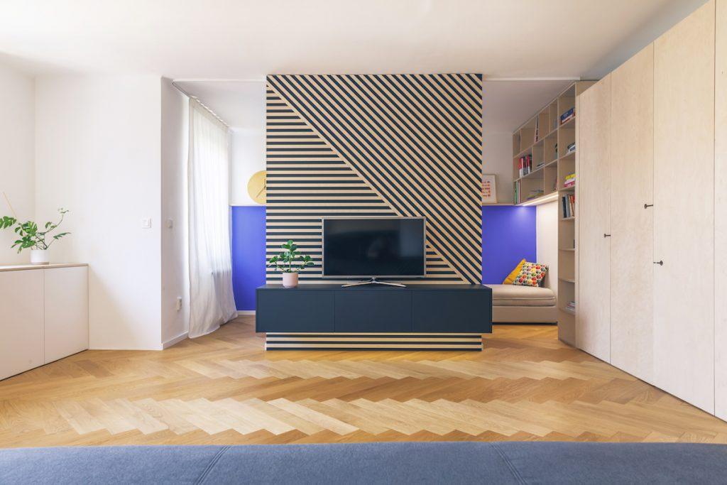 Priestor bytu pri Dunaji oddeľuje len nábytok, všetky zbytočné priečky zbúrali