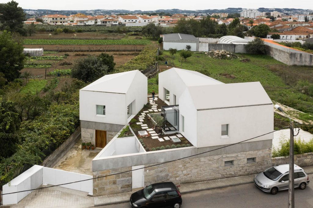 Tri domy spojené do jedného celku