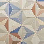Mozaika z trojuholníkových tvarov.