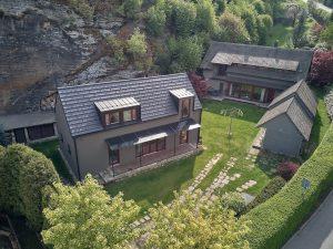 K zrekonštruovanej usadlosti postavili nízkoenergetický rodinný dom s dvoma podlažiami