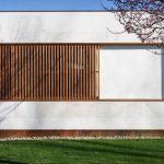 Fasáda domu s drevom
