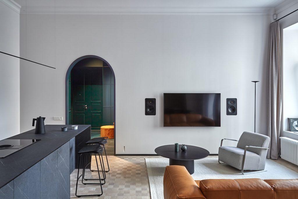 Eklektická obývačka a kuchyňa