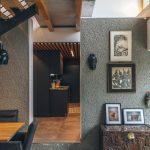 Umenie na stenách a detail kuchyne