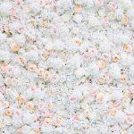 Biele, ružové a oranžové ruže