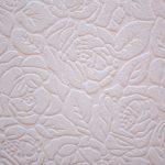 Textúrovaná tapeta s kvetinovým vzorom