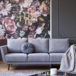 Kvetovaná tapeta v obývačke