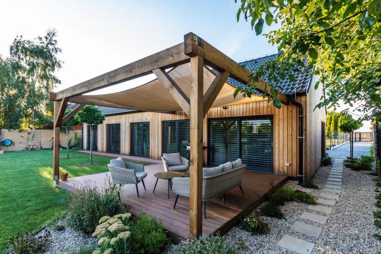 Pohodlná drevostavba pre rodinu? Typový dom si upravili kmaximálnej spokojnosti