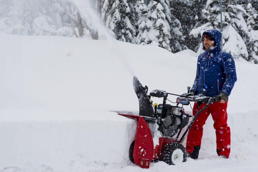 Upratané pred domom? Bez problémov aj po snehovej búrke!