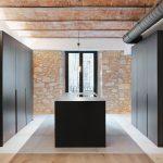 Klenutý strop a kameň v kuchyni