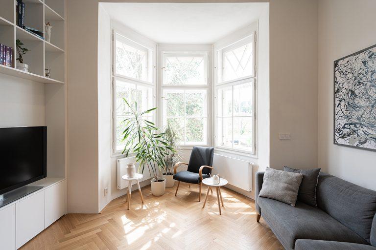Hlavnou dominantou bytu je fascinujúci arkier. Rekonštrukciou vynikla duša priestoru
