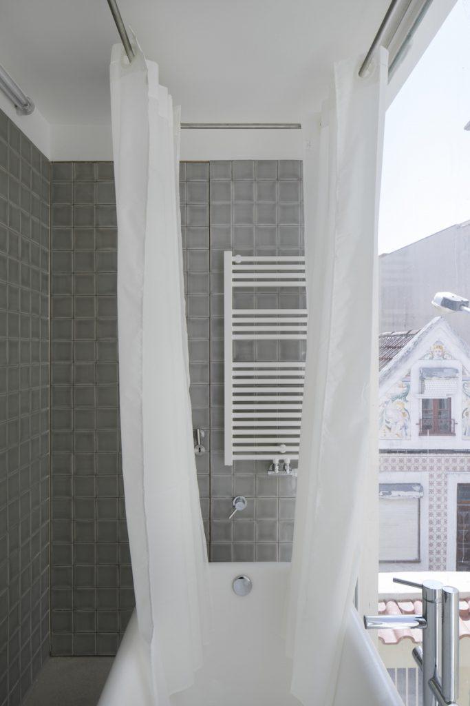 Zasklený balkón s vaňou