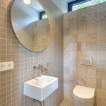 Toaleta s jemnou mozaikou