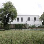 Biely jednoduchý dom