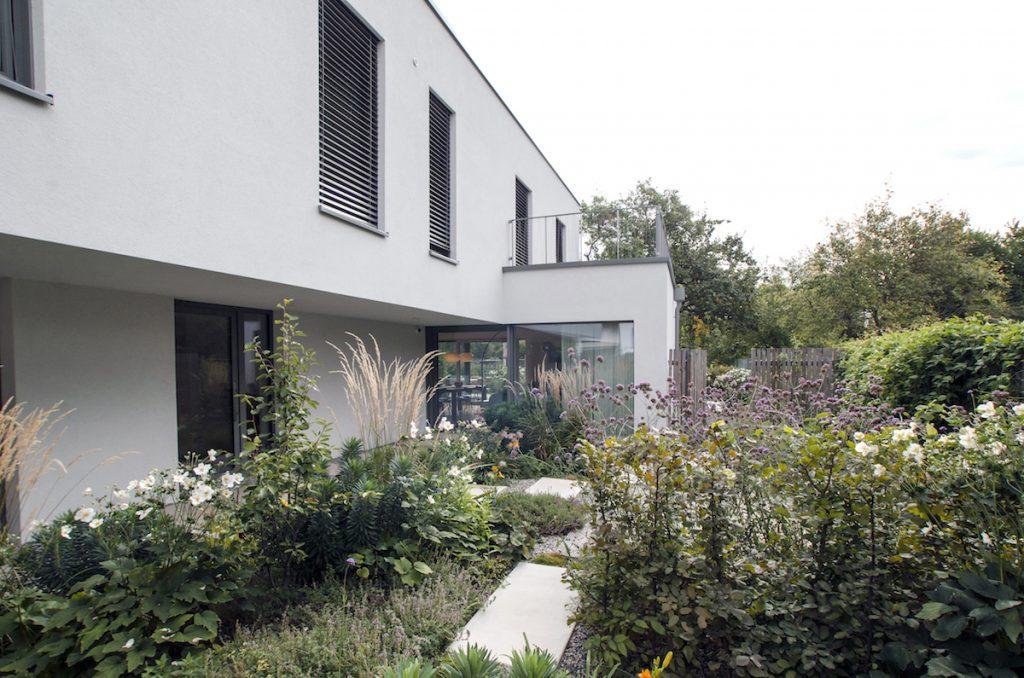 Dvojpodlažný dom s vnútornou záhradou