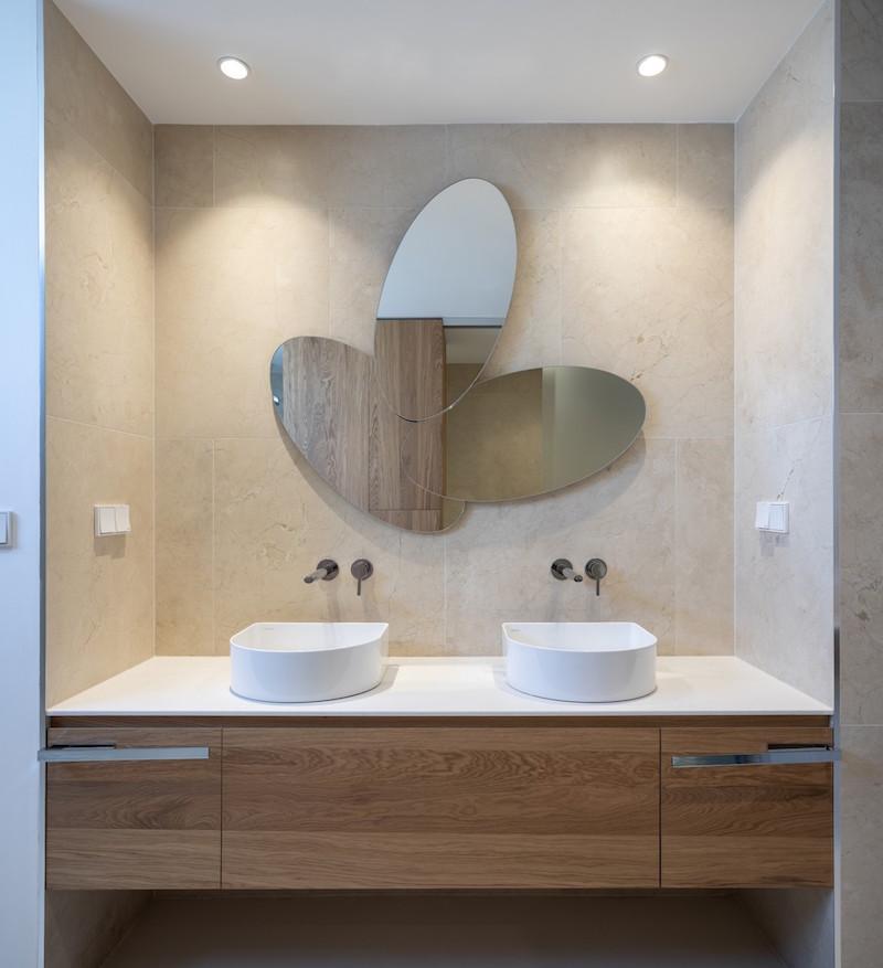 dizajnová kúpeľňa s dvoma umývadlami