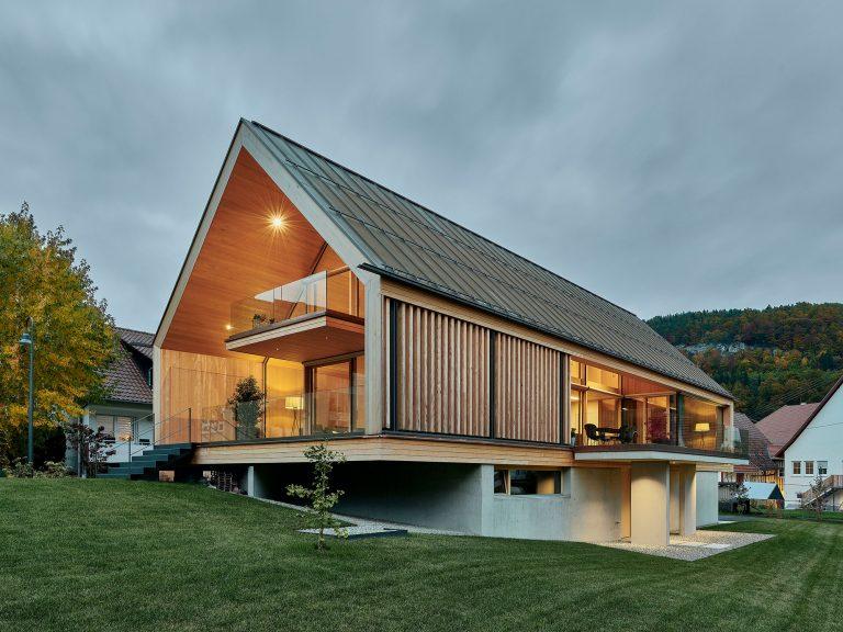Rodinná drevostavba z udržateľných materiálov a plná svetla