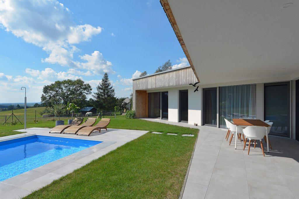 Rodinný dom s bazénom a terasou