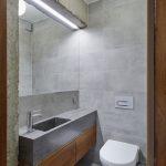 Imitácia betónu vo WC.