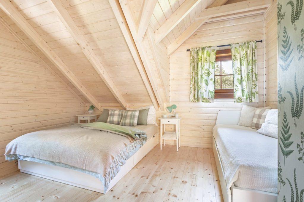 spálňa v podkroví na chalupe