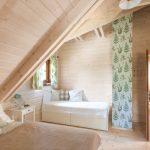 Pastelovozelená spálňa