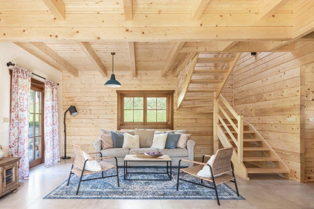 Moderná vidiecka drevenica, ktorou vás doslova prevedú traja škriatkovia