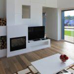 Obývačka s modernou podlahou
