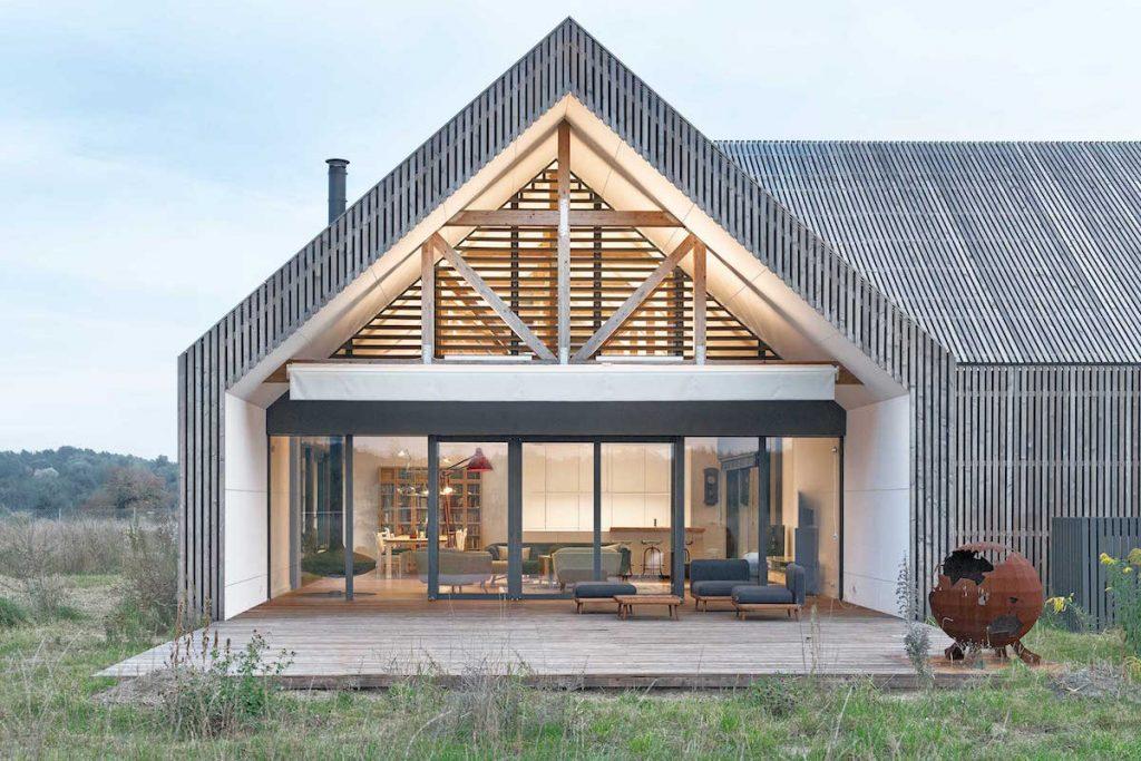 Ako na divokom západe! Moderná stodola pre milovníčku jazdectva akaktusov