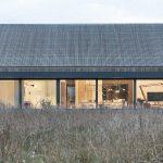Dom s veľkou presklenou plochou
