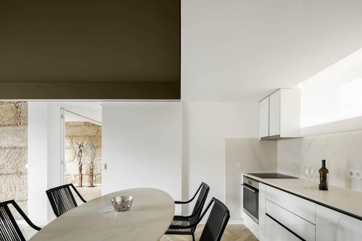 Apartamento na Guarda do atelier DRK  com fotografia de Arquitectura de Ivo Tavares Studio
