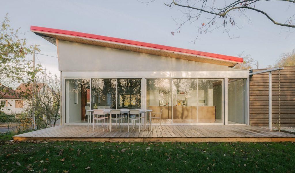 Dom bol otočený chrbtom k záhrade, po rekonštrukcii zmena o 180 stupňov!
