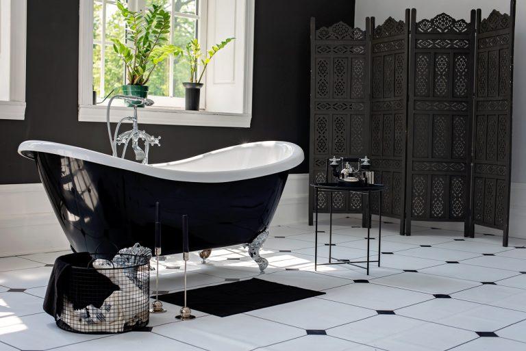 Čiernobiela kúpeľňa je elegantná a nadčasová. Viete, ako tieto dve farby kombinovať?