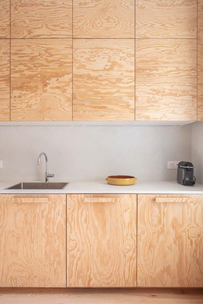 kuchynská linka z borovicového dreva