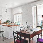 Kuchyňa so starožitným stolom