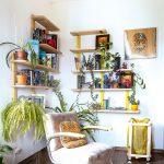 relaxačný kútik s kreslom v obývačke