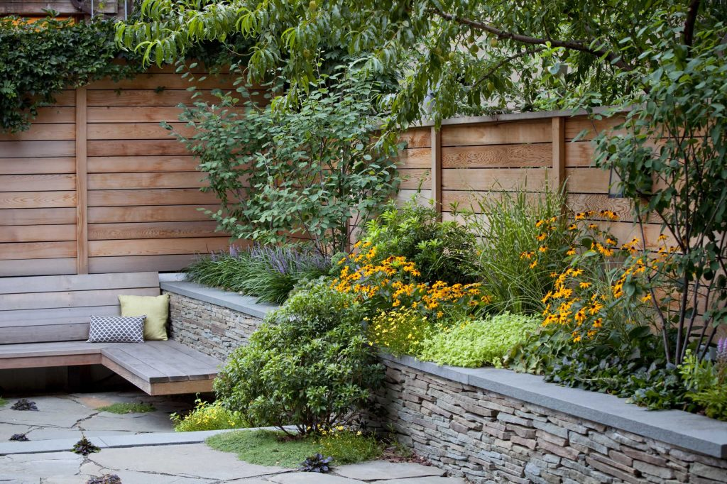 okrasná záhrada s posedením
