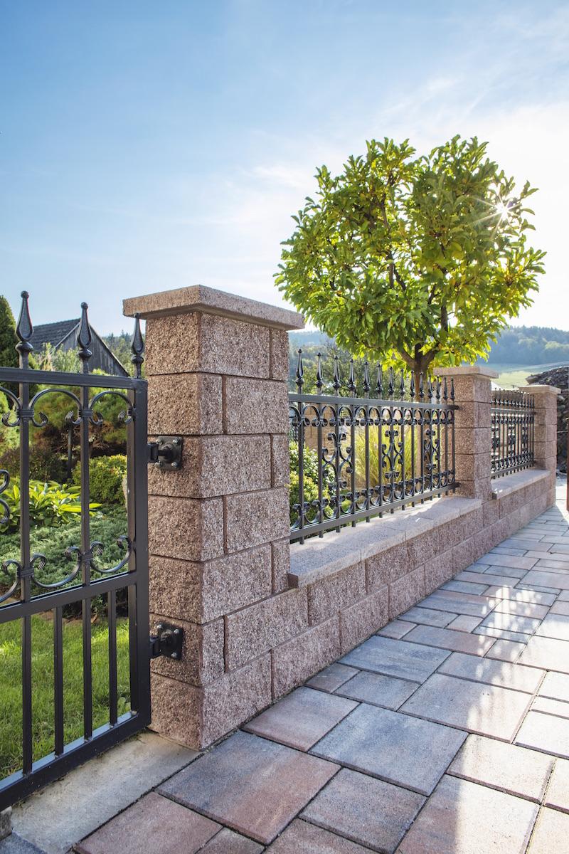 Obojstranná povrchová úprava plota