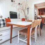 Jedáleň s lavicou
