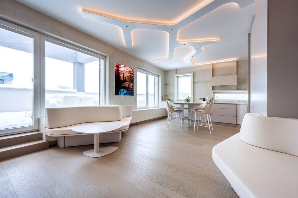 Využili každý centimeter nového bytu. Z dôvtipne riešeného bývania mladej rodiny zostanete v úžase!