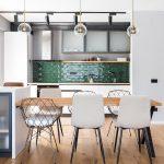 Jedáleň v industriálnej kuchyni