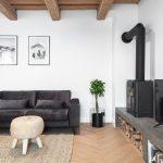Liatinový krb v obývačke