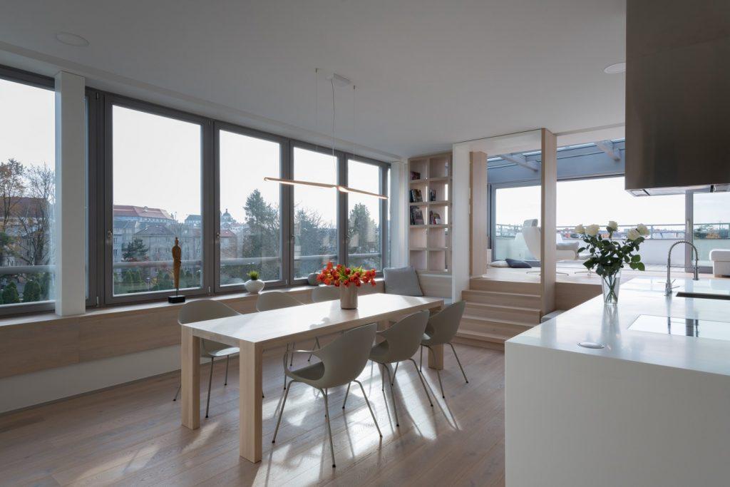 Obývačka s presklenou plochou